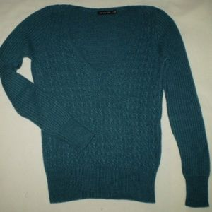 SIZE: MED. V-NECK JADE MEDIUM WEIGHT KNIT SWEATER
